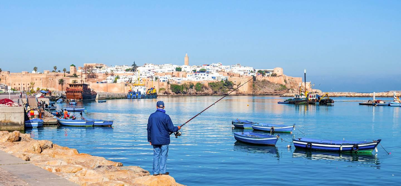 Pêcheur près du port de Rabat - Maroc