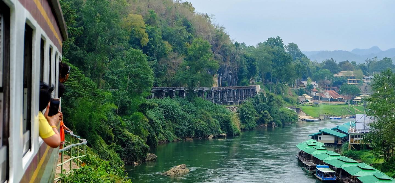 Le train de la mort au dessus de la rivière Kwai - Province de Kanchanaburi - Thailande