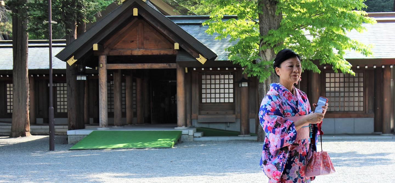 Dans la cour du Temple Hokkaido Shrine - Sapporo - Hokkaido - Japon