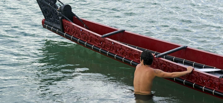 Waka, pirogue traditionnelle utilisée par les Maoris - Nouvelle Zélande