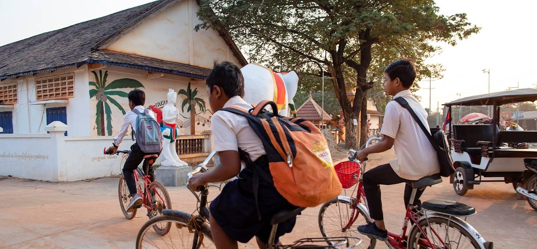 Écoliers en vélo - Siem Reap - Cambodge