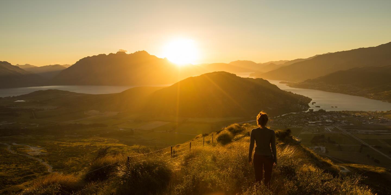 Coucher de soleil sur les rives du lac Wakatipu - île du sud - Nouvelle-Zélande