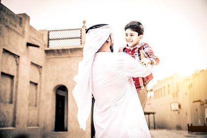 Famille dans la vielle ville de Dubai - Emirats Arabe Unis - Oneinchpunch/Stock.adobe.com