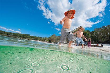 Le Queensland en famille - Fraser Island - Australie - Lake McKenzie/Tourism and Events Queensland