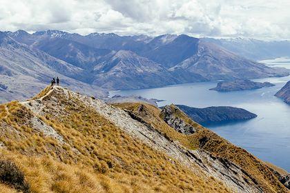Vue sur le lac Wanaka et les montagnes - région d'Otago - Nouvelle-Zélande - abrosowski - stock.adobe.com