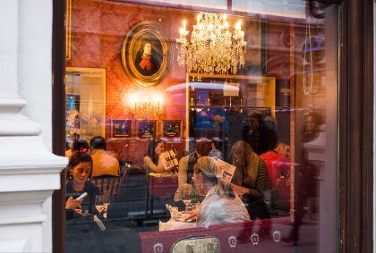 Goûter au Café Sacher - Vienne - Autriche - Milan SZYPURA/HAYTHAM-REA