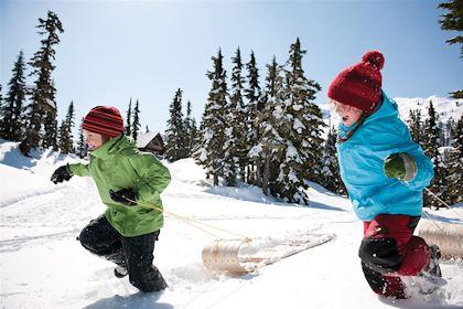 Enfants jouant dans la neige - Canada - Kevin Arnold/Canadian Tourism Commission