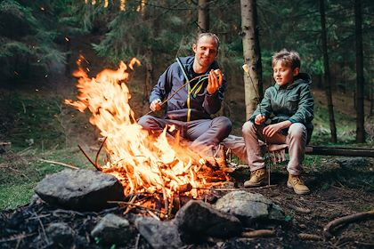 Feu de camp en famille - Canada - Soloviova Liudmyla/Stock.adobe.com