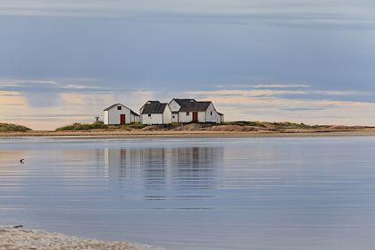 Anciens magasins de pêcheurs - Natashquan - Route des Baleines - Canada - Christian Guy/hemis.fr
