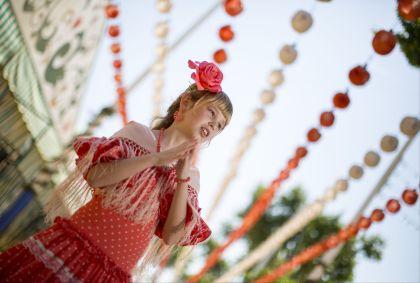 Jeune fille dans une robe flamenco - Espagne - Victoria/Stock.adobe.com