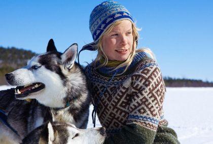 Femme et son husky - Laponie - Finlande - VisitFinland