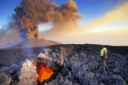 Éruption du volcan Etna en 2001 - Etna - Sicile - Italie - BARBAGALLO Franco / hemis.fr
