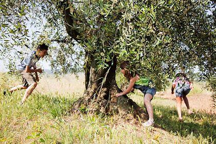 Enfants jouant en Italie - Image Source / hemis.fr