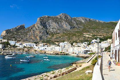 Cala Dogana sur l'île de Levanzo - îles Egades - Sicile - Italie - Jean-Pierre Degas/hemis.fr