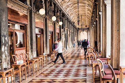 Le Café Florian  sur la place Saint-Marc - Venise - Italie - ArTo - stock.adobe.com