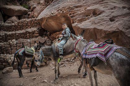 Rencontre avec des bédouins sur la route de Petra - Petra - Jordanie - Livia SAAVEDRA/REA