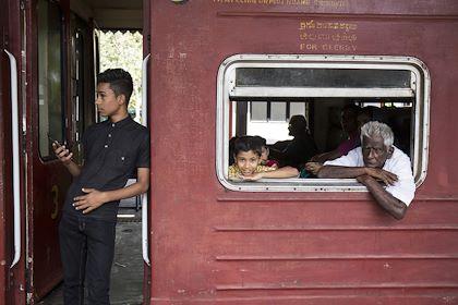 Voyage en train : liaison d'Ella à Kandy : ici, dans la gare de Kandy - Kandy - Centre - Sri Lanka - Marta Nascimento/REA/Comptoir des Voyages
