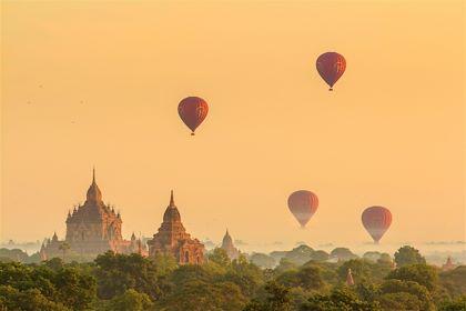 Mongolfières au-dessus du site de Bagan - Myanmar - f11photo/fotolia.com