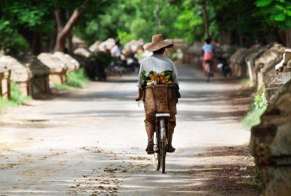 Femme à vélo - Malaisie - Natalia Schuchardt/fotolia.com