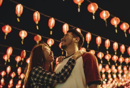 Jeune couple en Malaisie - Rawpixel.com/Stock.adobe.com