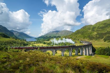 Jacobite Steam Train - Ecosse - Royaume-Uni - Roelof / fotolia.com