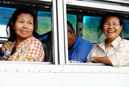 Femmes dans un bus dans les rues de Bangkok - Thaïlande - Maryline Goustiaux