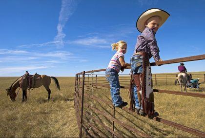 Enfants dans un ranch  - Etats-Unis - P. Frilet/hemis.fr