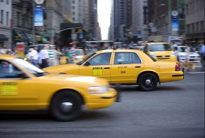 Taxi jaune dans les rues de Manhattan - New York - Etats-Unis - Camille Moirenc/hemis.fr