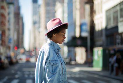 Jeune femme dans les rues de New York - Etats-Unis - Goofyfoottaka/fotolia.com