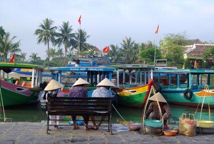 Vendeuses ambulantes - Hoi An - province de Quang Nam - Vietnam - Anne-Gaëlle Nicolas