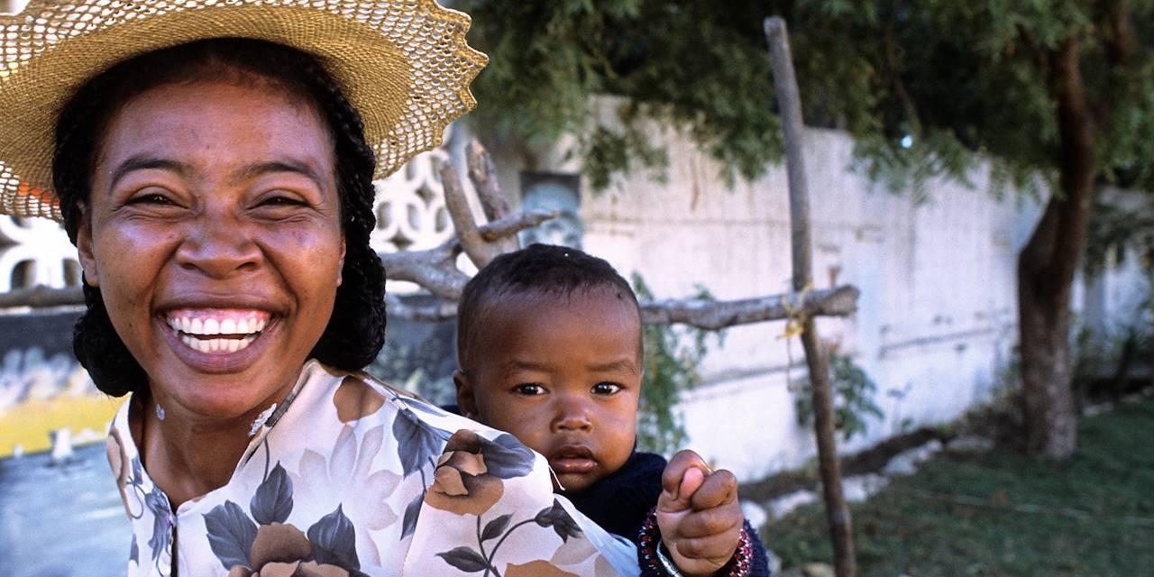 Femme et son bébé - Tuléar - Madagascar