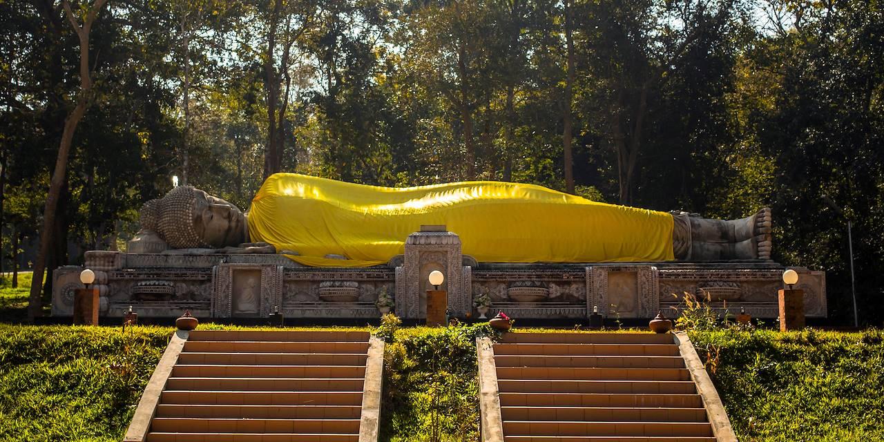 Temple abritant un bouddha couché - Baan Pong - Ratchaburi - Thaïlande