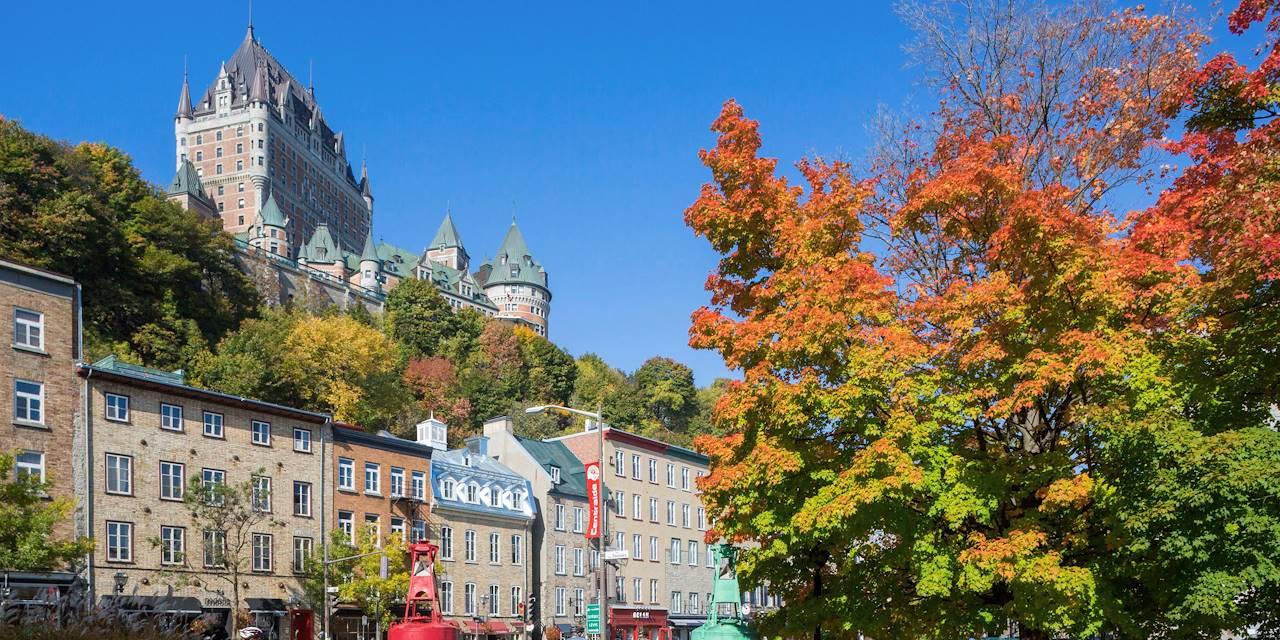 Le château Frontenac vu depuis le quartier du Vieux-Québec - à Québec - Canada