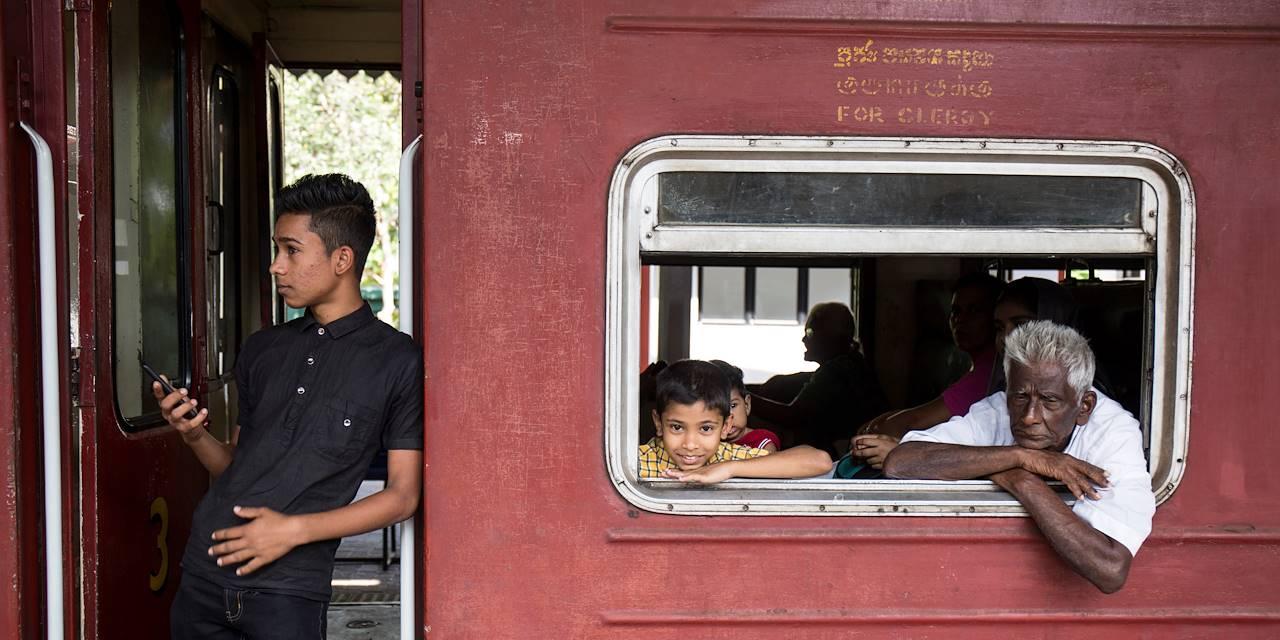 Voyage en train : liaison d'Ella à Kandy : ici, dans la gare de Kandy - Kandy - Centre - Sri Lanka