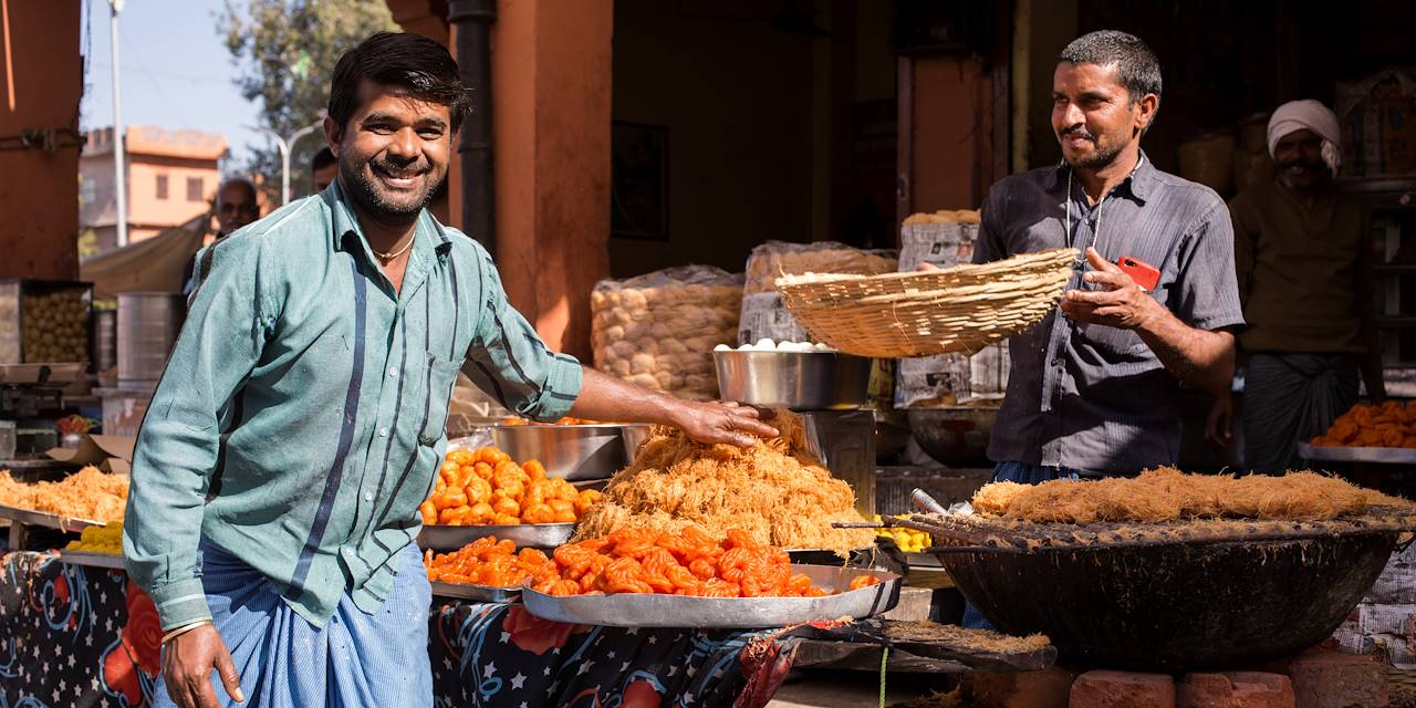 Street food dans les rues de Jaïpur - Rajasthan - Inde