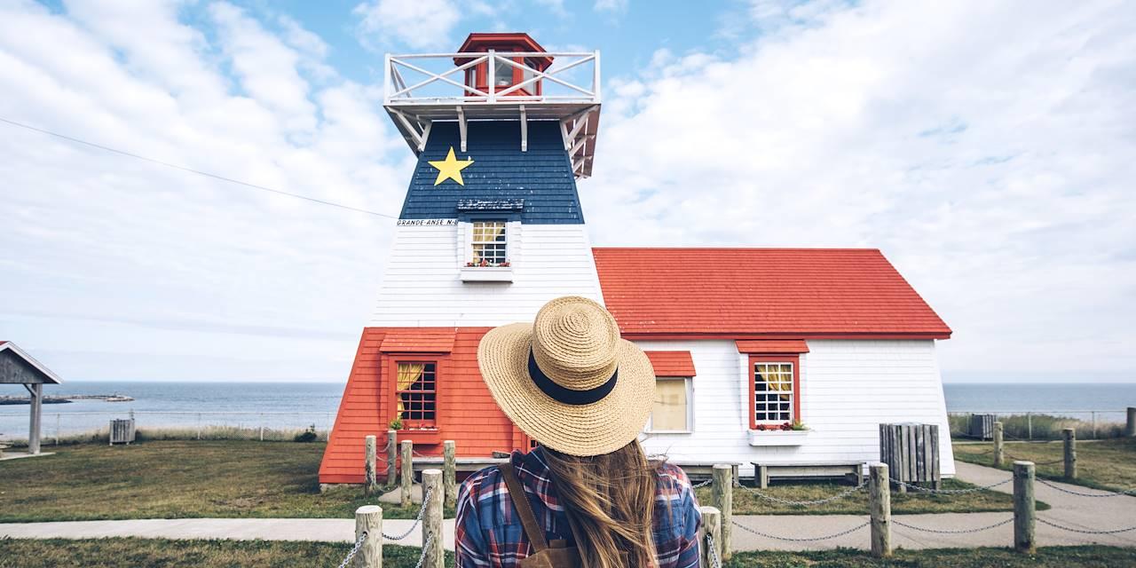 Phare de Grande-Anse peint aux couleurs du drapeau de l'Acadie - Nouveau Brunswick - Canada
