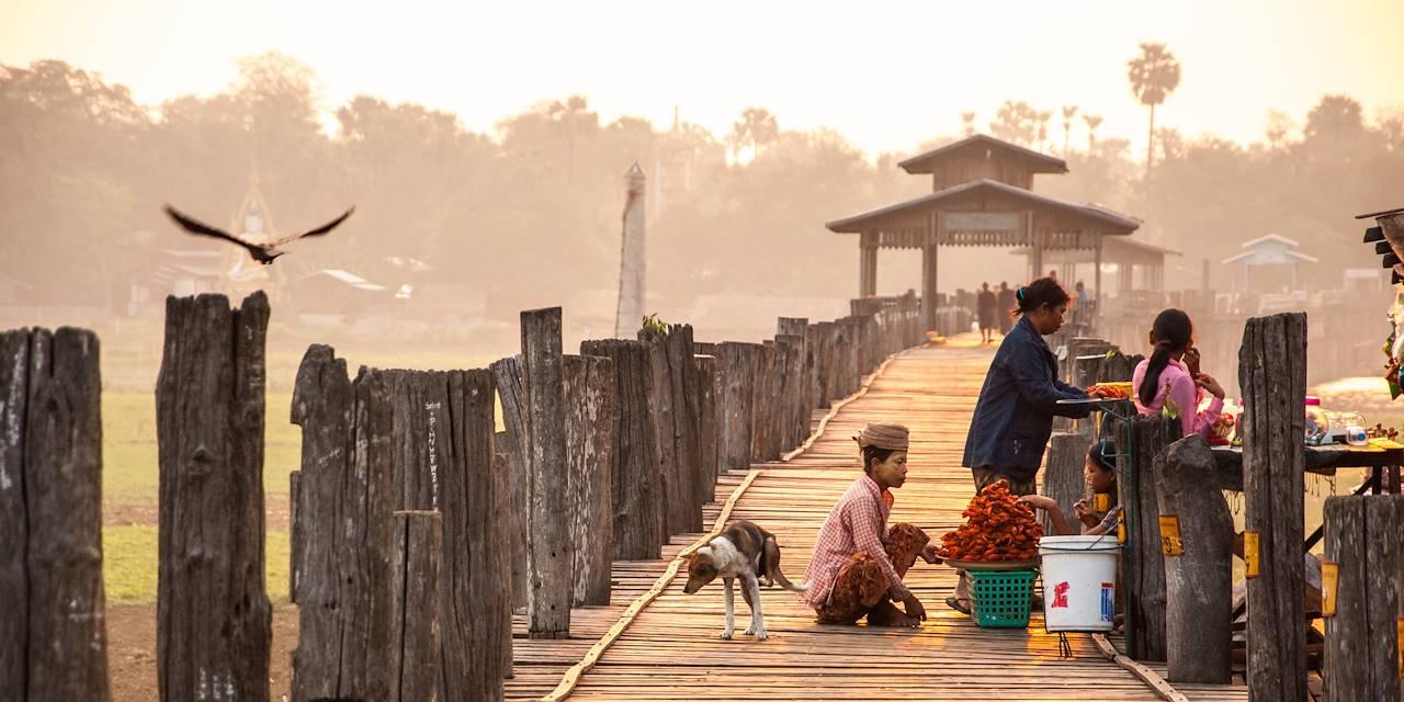 Sur le pont U Bein - Division de Mandalay - Birmanie
