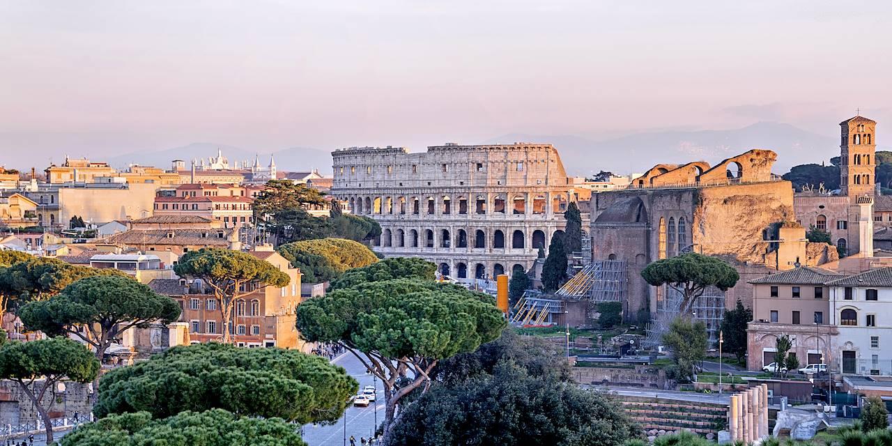 Vue sur le Colisée à Rome - Latium - Italie