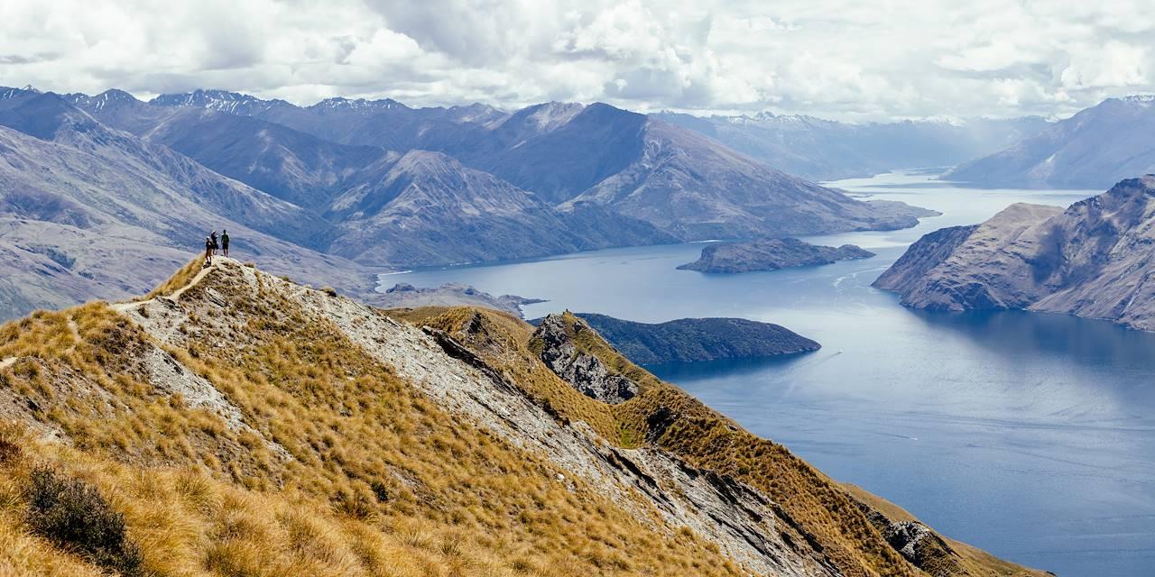 Vue sur le lac Wanaka et les montagnes - région d'Otago - Nouvelle-Zélande