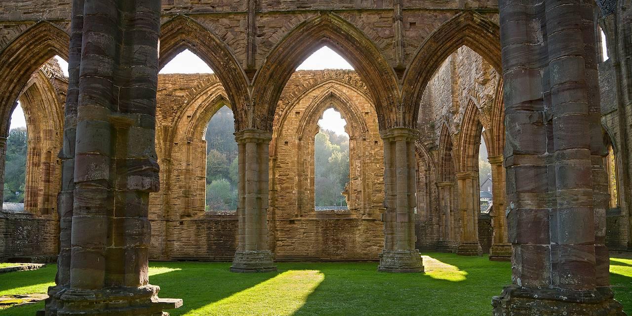 Intérieur de l'abbaye de Tintern - Cardiff - Pays de Galles