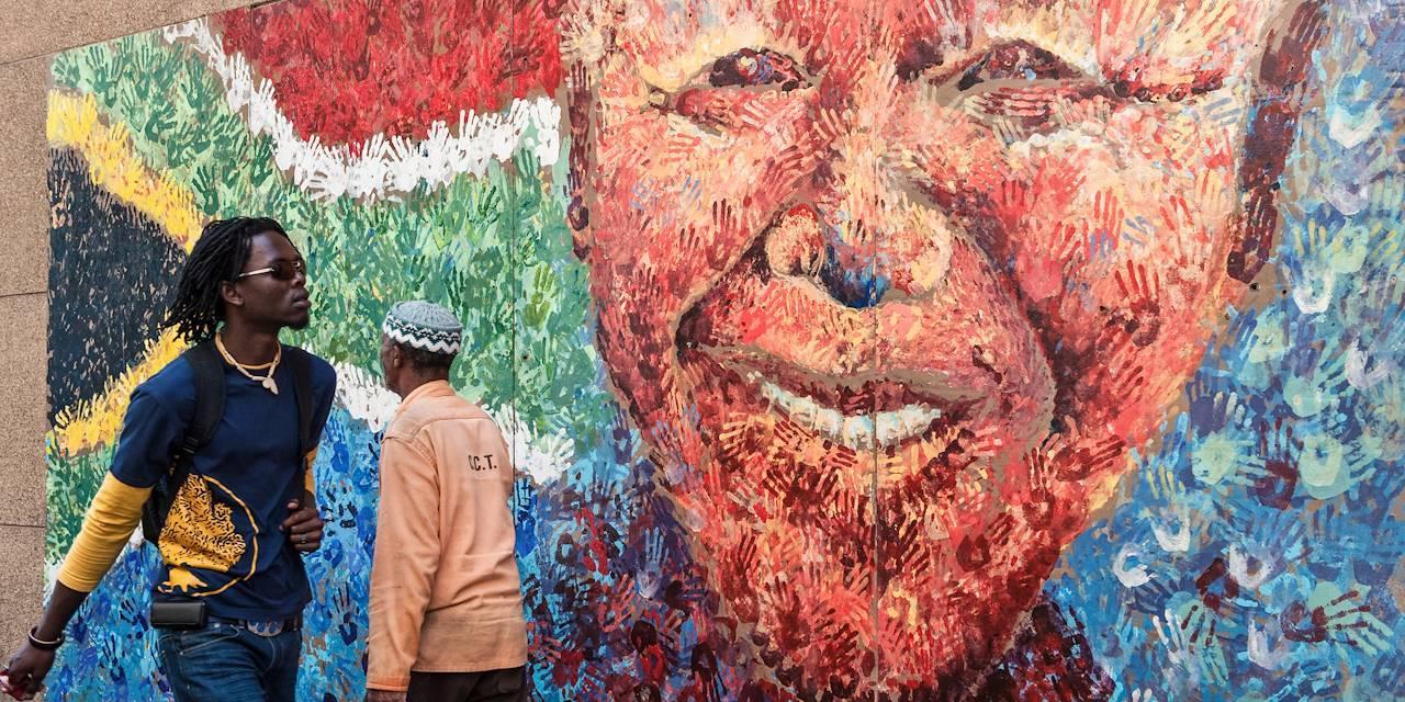 Peinture murale de Nelson Mandela à City Bowl - Le Cap - Afrique du Sud