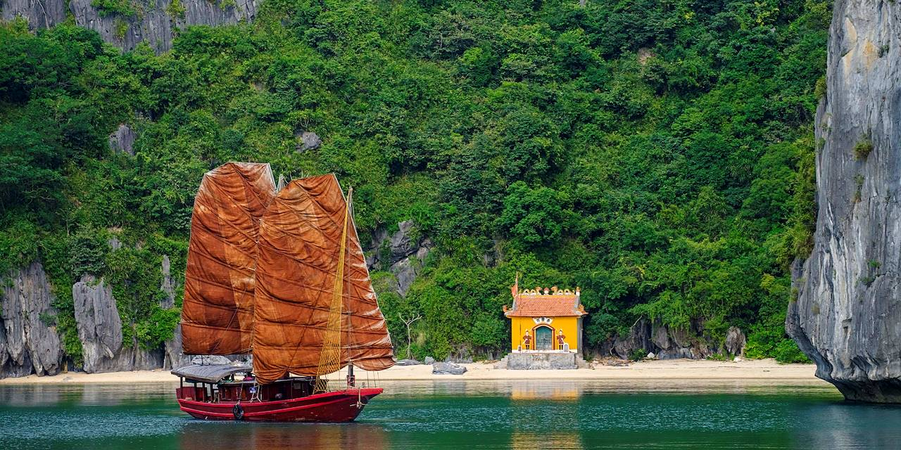 Jonque dans la baie de Ha Long - Vietnam