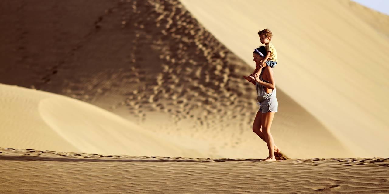 Famille dans les dunes de Maspalomas - Iles de Grande Canarie - Espagne