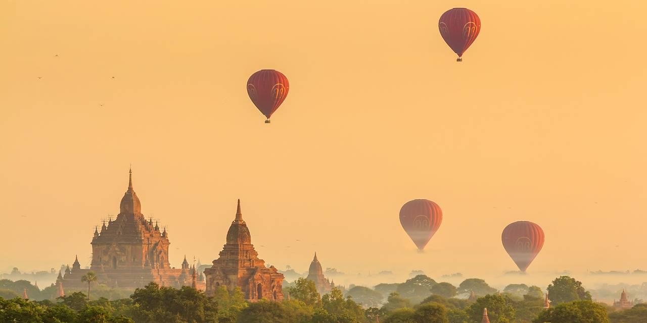Mongolfières au-dessus du site de Bagan - Myanmar