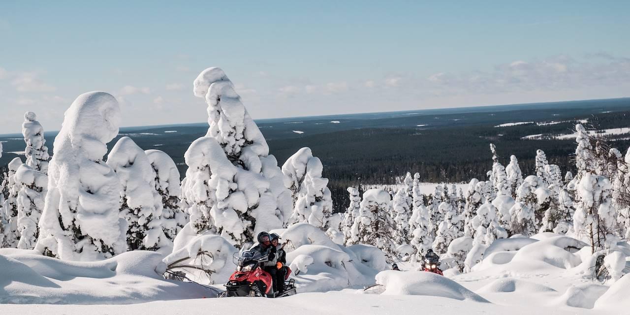 Motoneige en Finlande