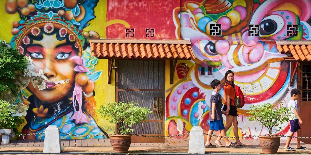 Promenade familiale dans le centre historique de Malacca - Malaisie