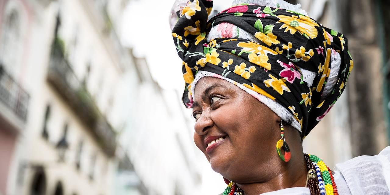 Femme brésilienne en costume traditionnel de Bahia - Salvador - Région du Nord-Est - Brésil